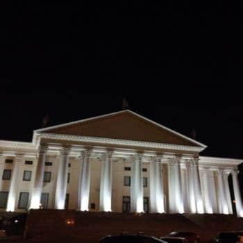 Фото зимний дворец Сочи ночью